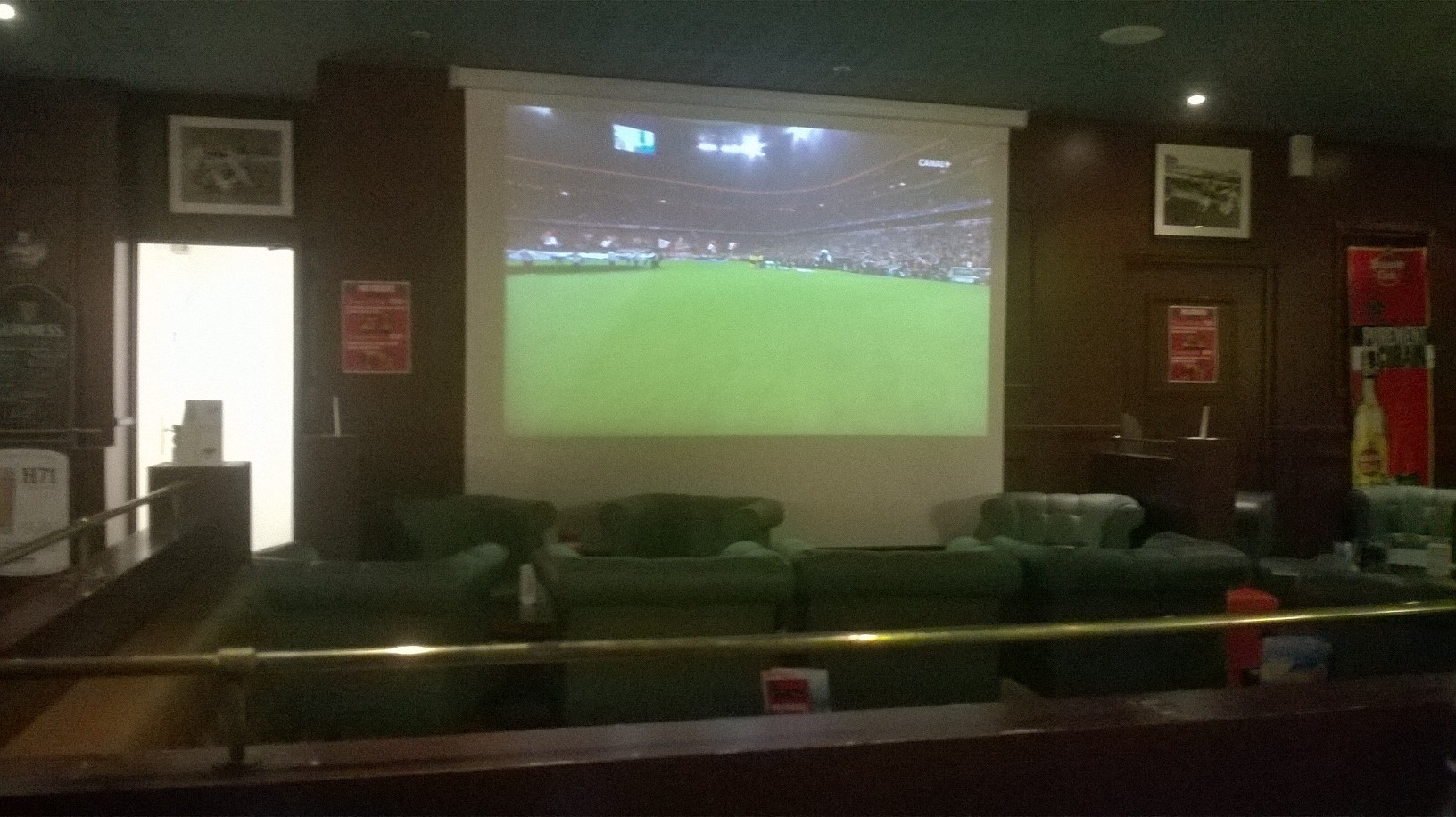 vannes-skellig-tv-at-bar-real-madrid-vs-bayern-apr17