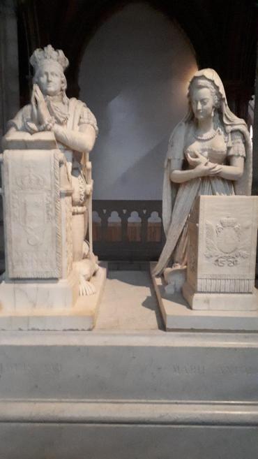 st denis basilica louis xvi and marie antoinette closerup nov19