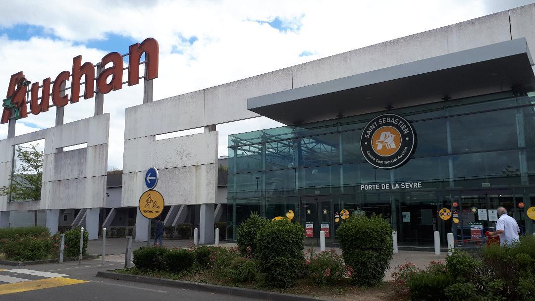 Saint Sebastien Sur Loire And Auchan Paris1972 Versailles2003