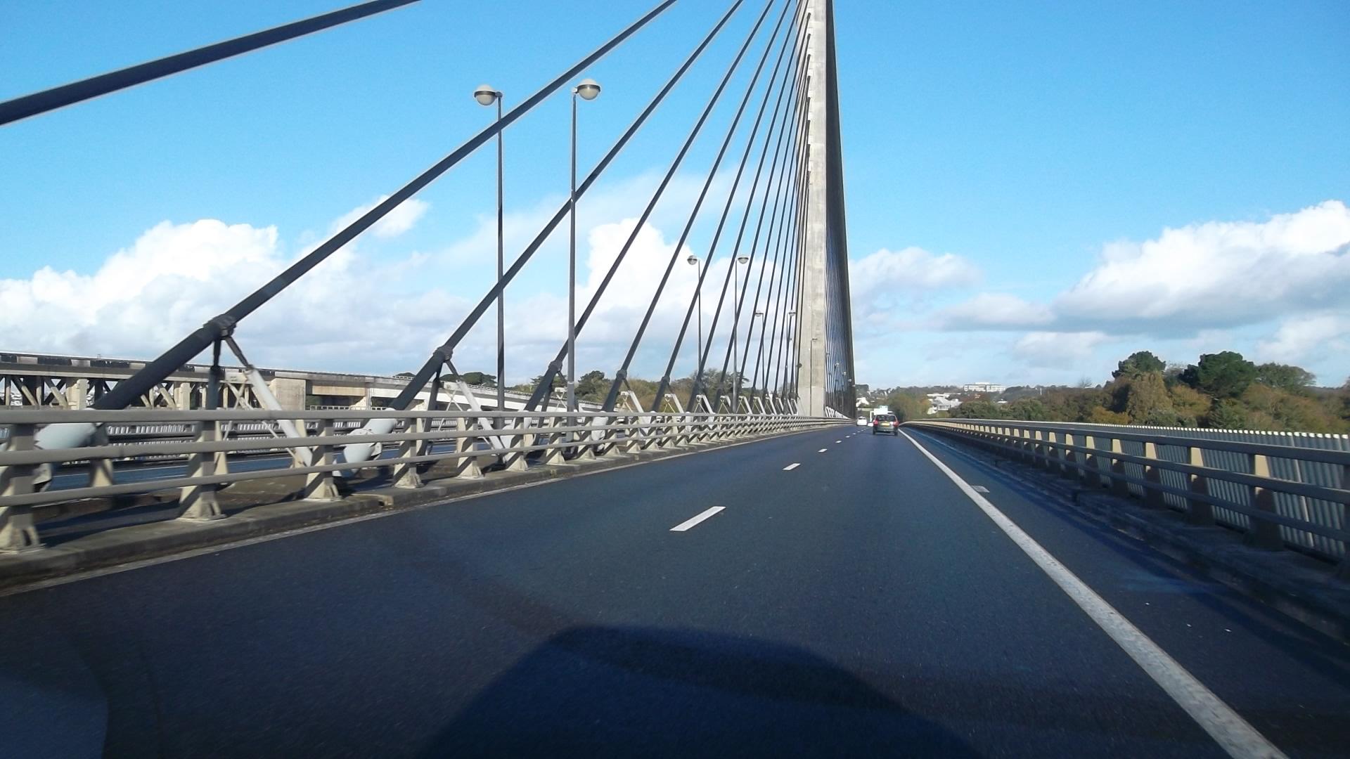 Brest pont de l'iroise passing bridge car nov12