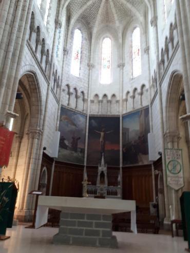 carquefou ch st pierre et st etienne altar tabernacle et portraits jul20