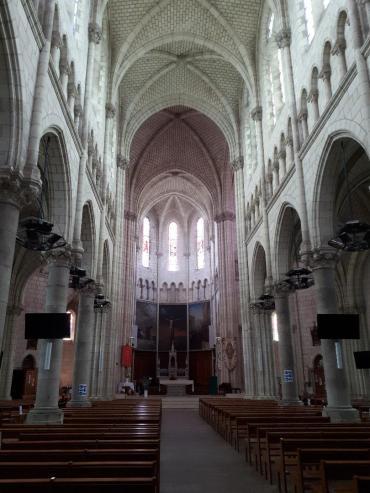 carquefou ch st pierre et st etienne nave back to altar jul20