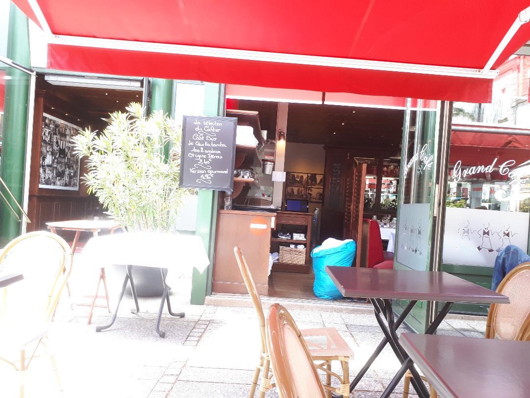cholet brasserie le grand cafe terrasse to entr jul20
