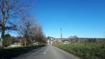 Mur de Bretagne approaching town feb20