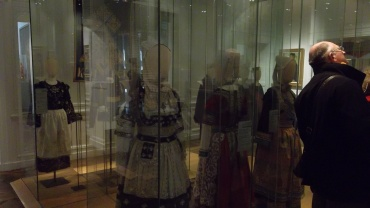 quimper musee dept breton women fashion feb13