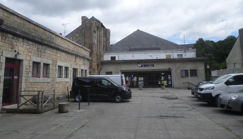 quimperle-ch-st-colomban-ruins-now-bobine-cinema-arts-inside-jul20