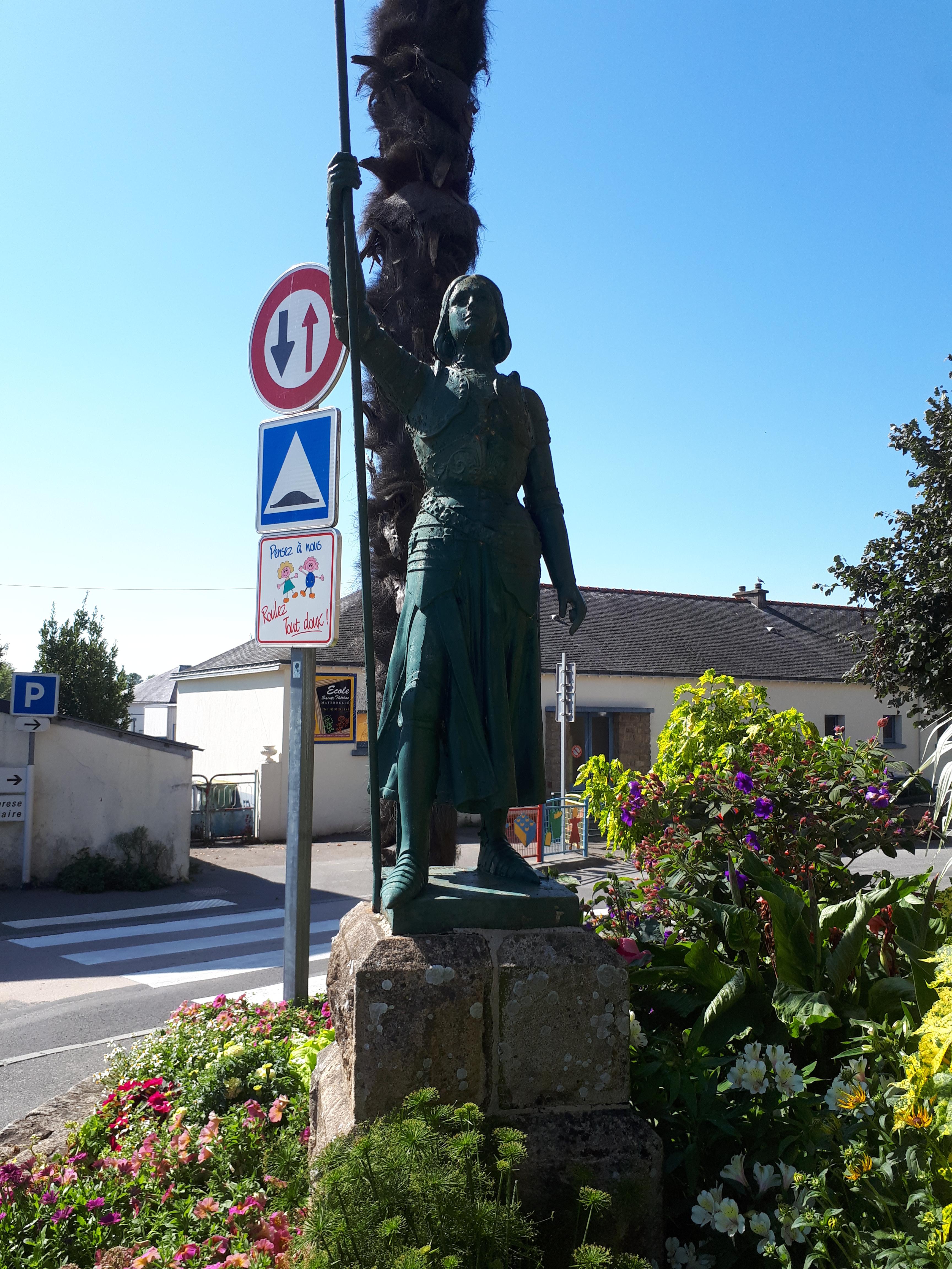 Auray ch Charles de Blois statue Jeanne d'Arc sep20