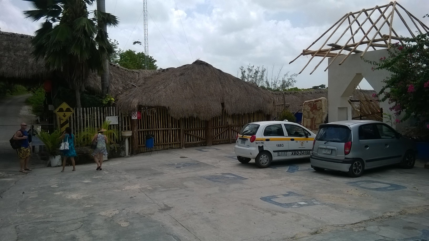bacalar cenote azul entrance park jul14