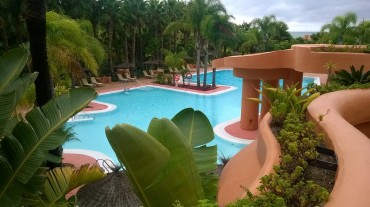 chi-barcelo-pool-patio-oct15