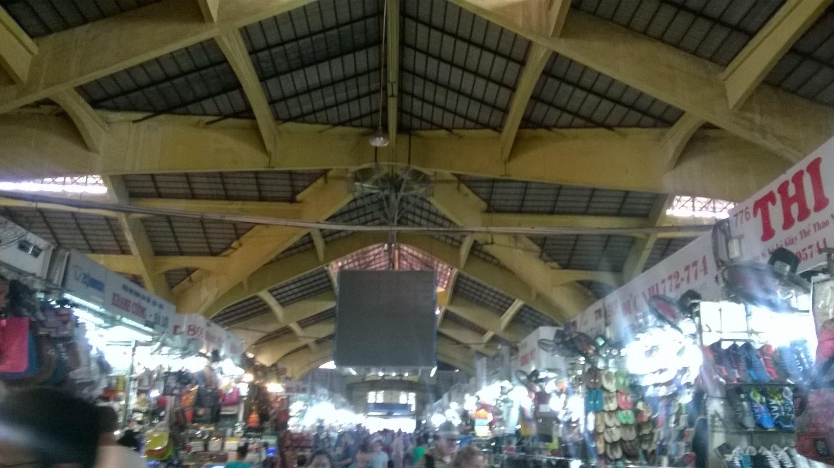 hcmc-ben-thanh-market-aisles-to-cua-side-mar16