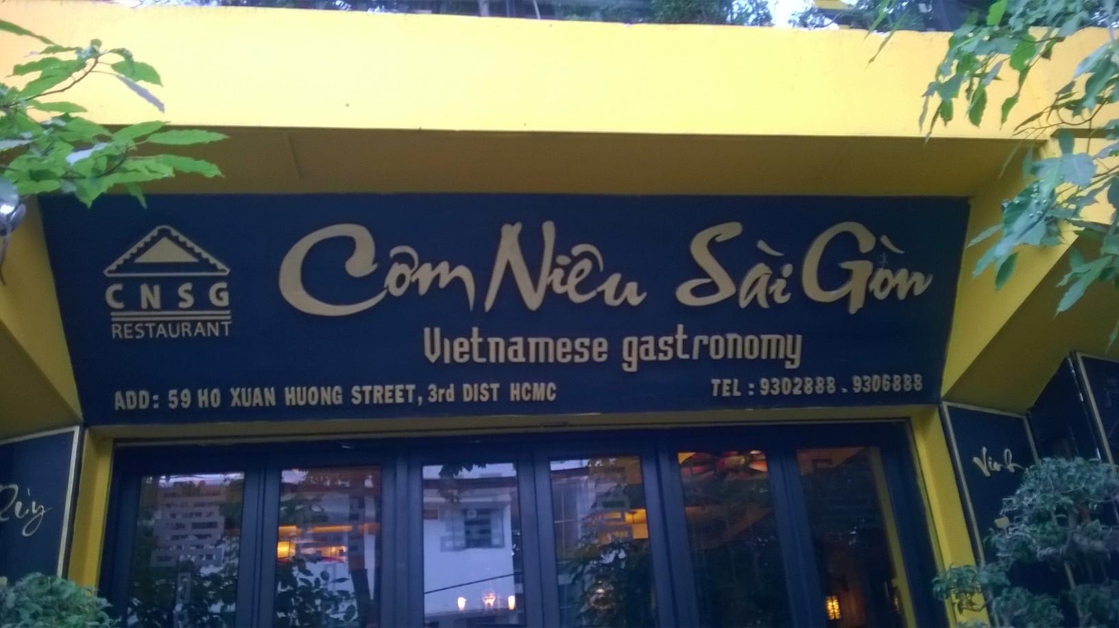 hcmc-com-nieu-sai-gon-resto-entrance-mar16