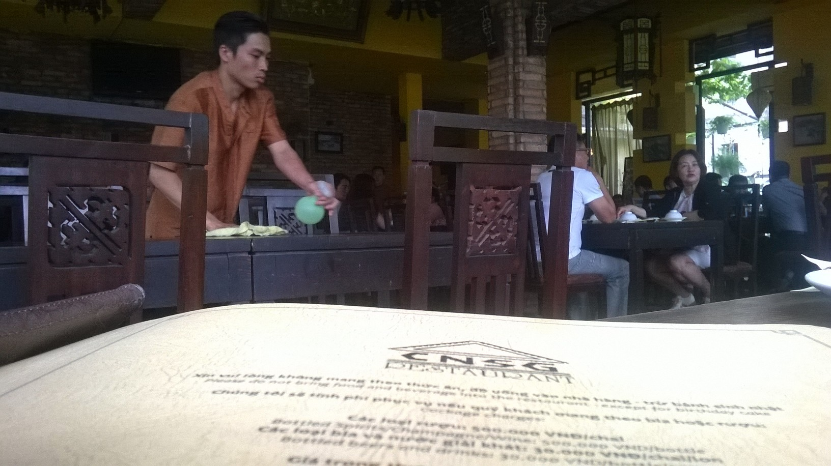 hcmc-com-nieu-sai-gon-resto-tables-mar16