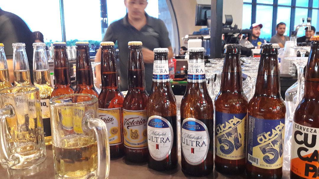 merida-la-isla-district-bar-beers-counter-sep18