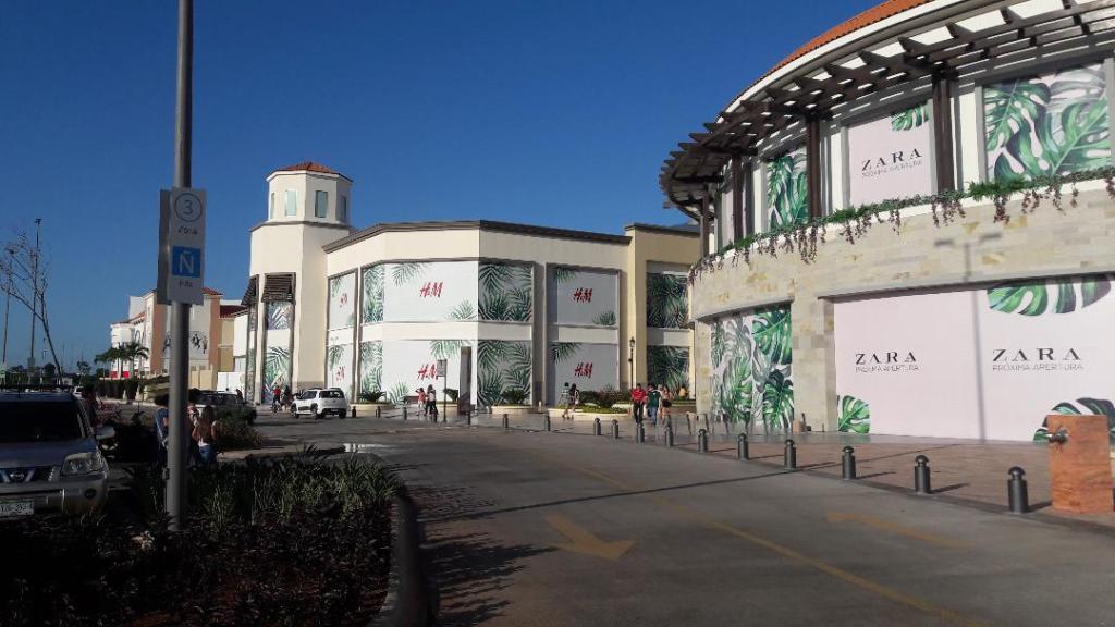 merida-la-isla-shopping-arriving-sep18