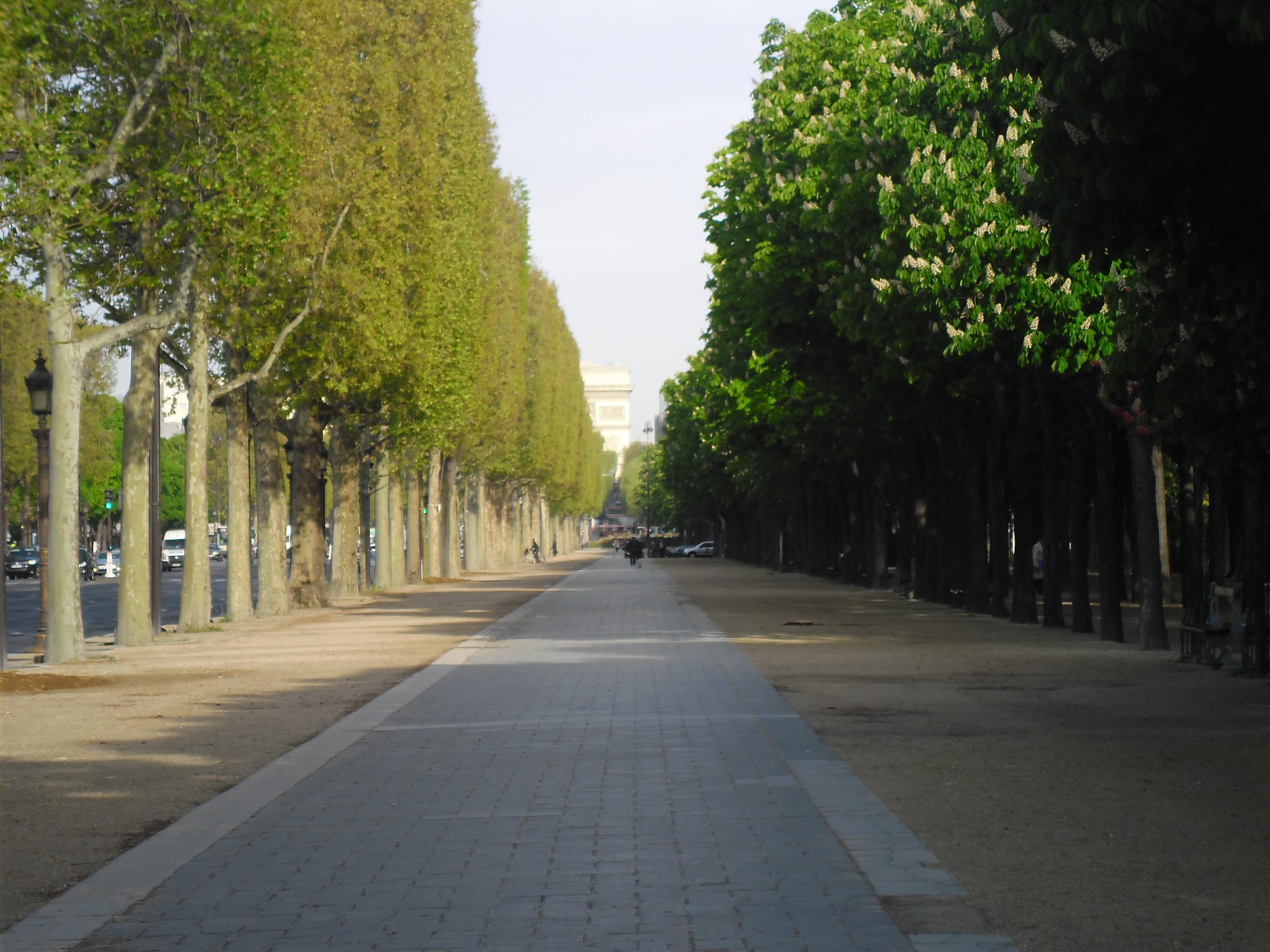 Paris ave de la grande armee towards the arc de triomphe jan13