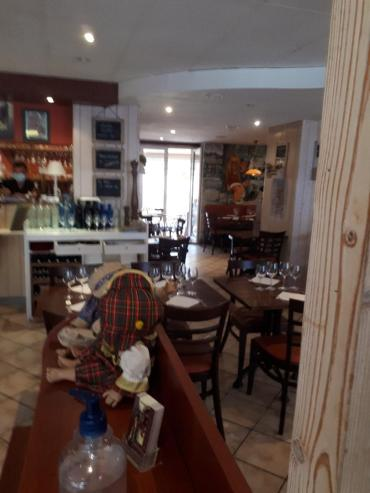 vannes le Gavroche resto dining room to ent sep20