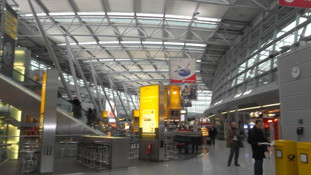 dusseldorf airport departure level stores nov11