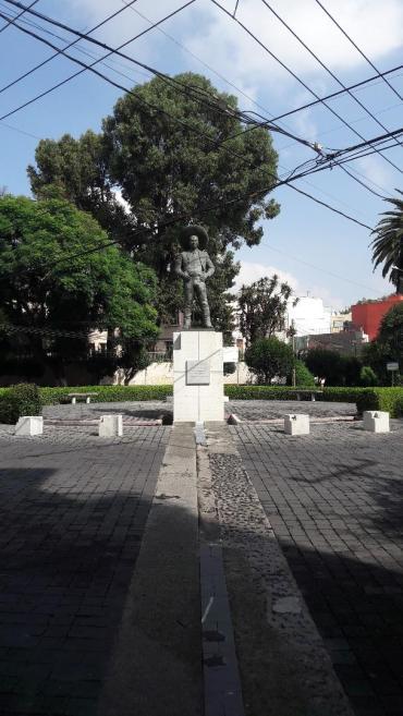 mex plaza jorge negrete statue far sep18