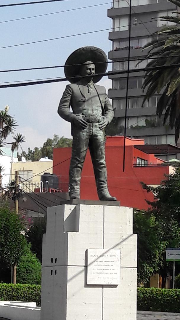 mex plaza jorge negrete statue sep18