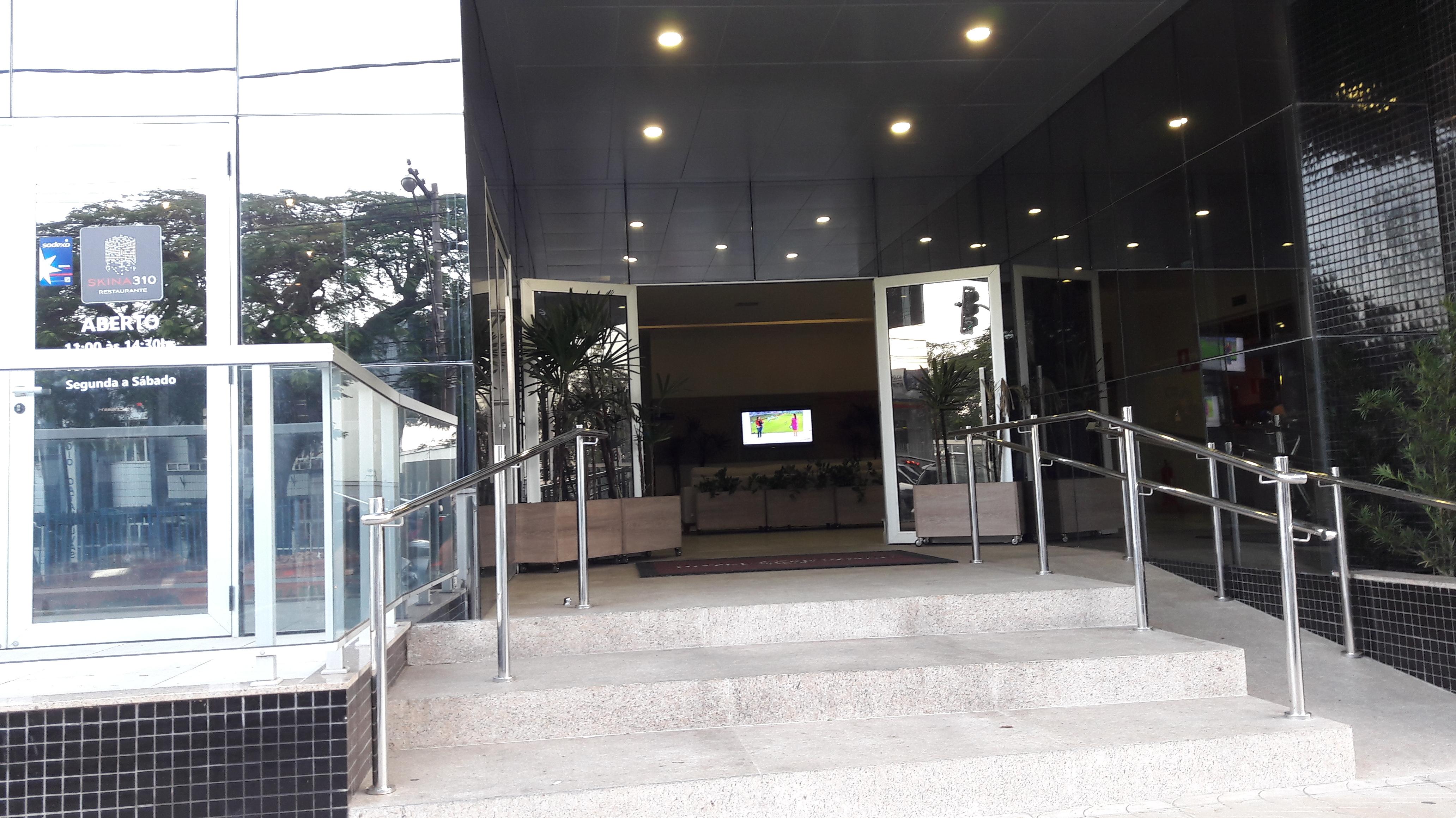 varginha-hotel-cafe-royal-entrance-may17