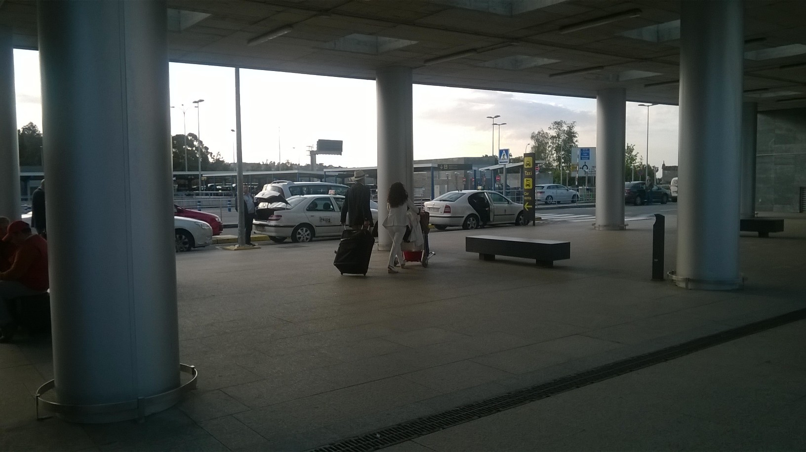 a-coruna-airport-out-to-taxis-may16