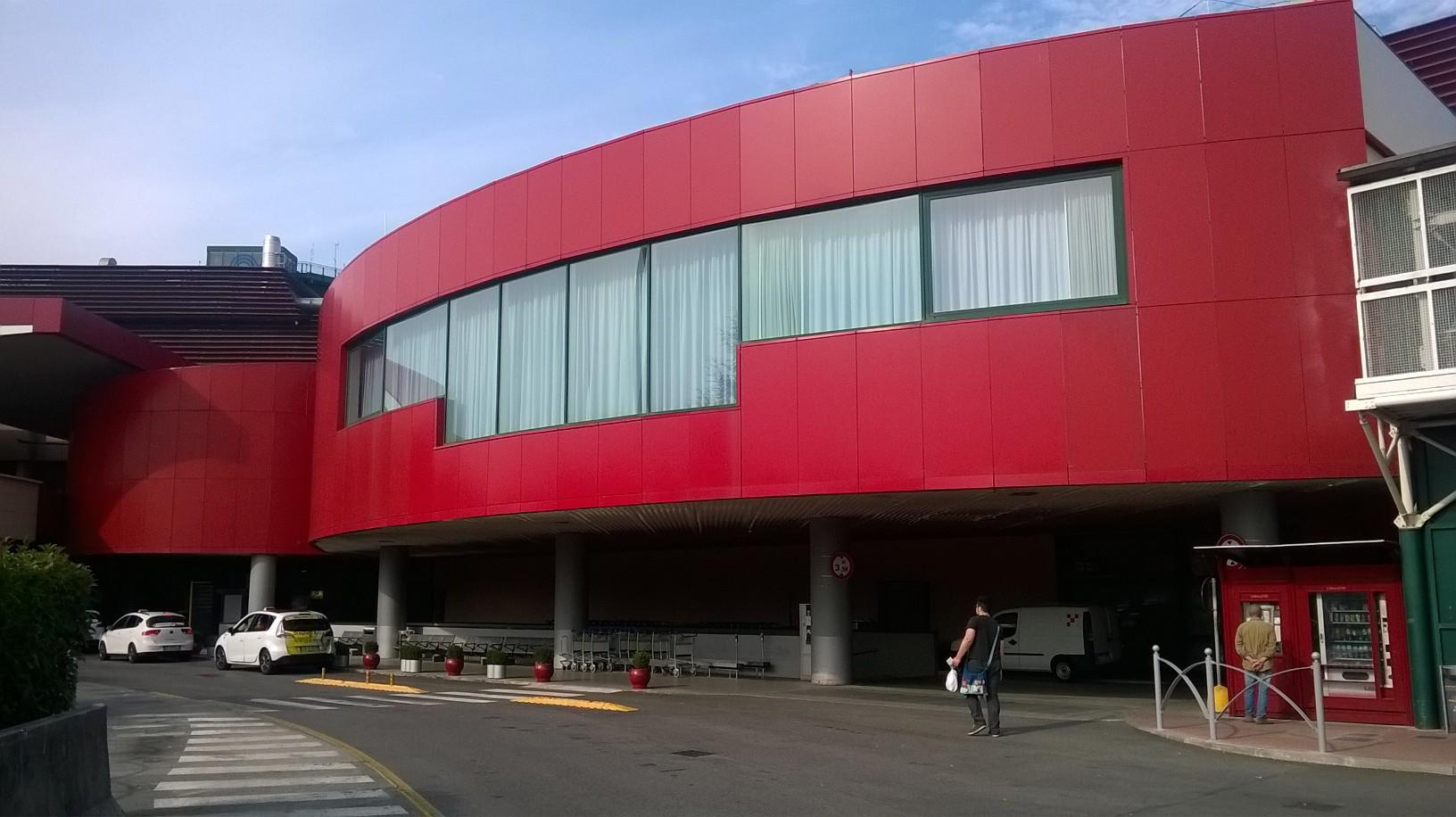 bologne G Marconi airport front side oct15