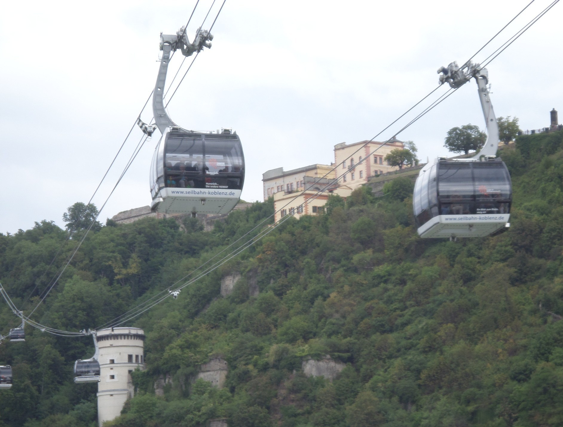 koblenz-cable-car-to-fortress-at-german-corner-aug15
