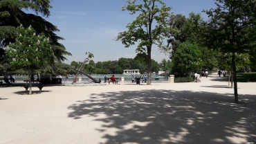 mad-retiro-park-boats-on-lake-apr17
