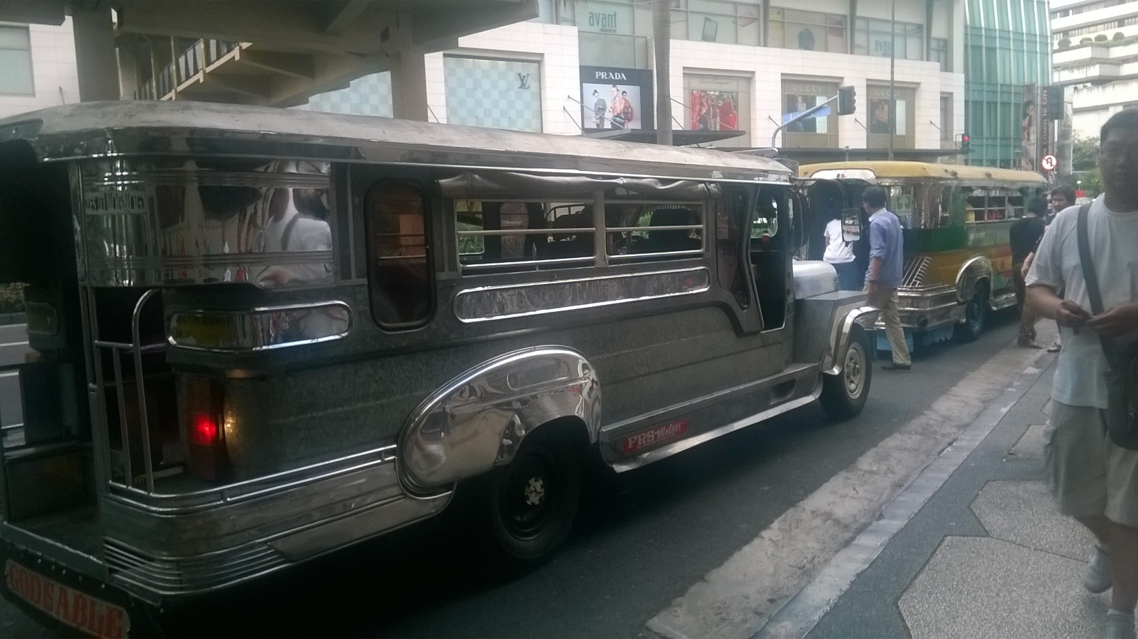 manila-jitney-bus-greenbelt-mall-area-jan16