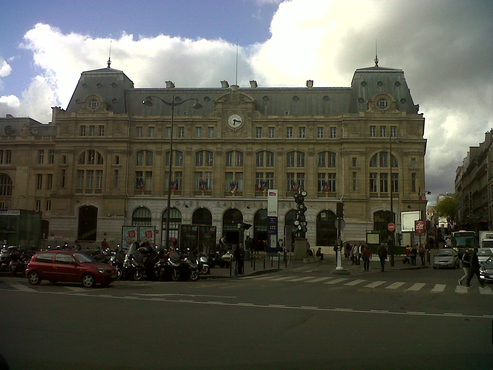 Paris gare saint lazare front 2 apr12