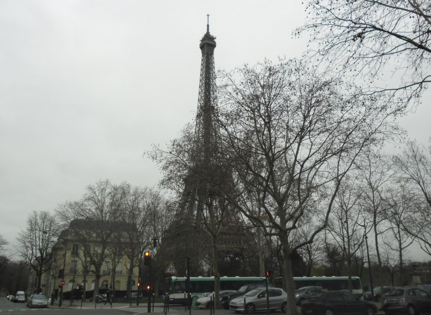 paris tour eiffel from ave de suffren 23dic11