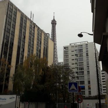 paris tour eiffel from rue de la federation nov17