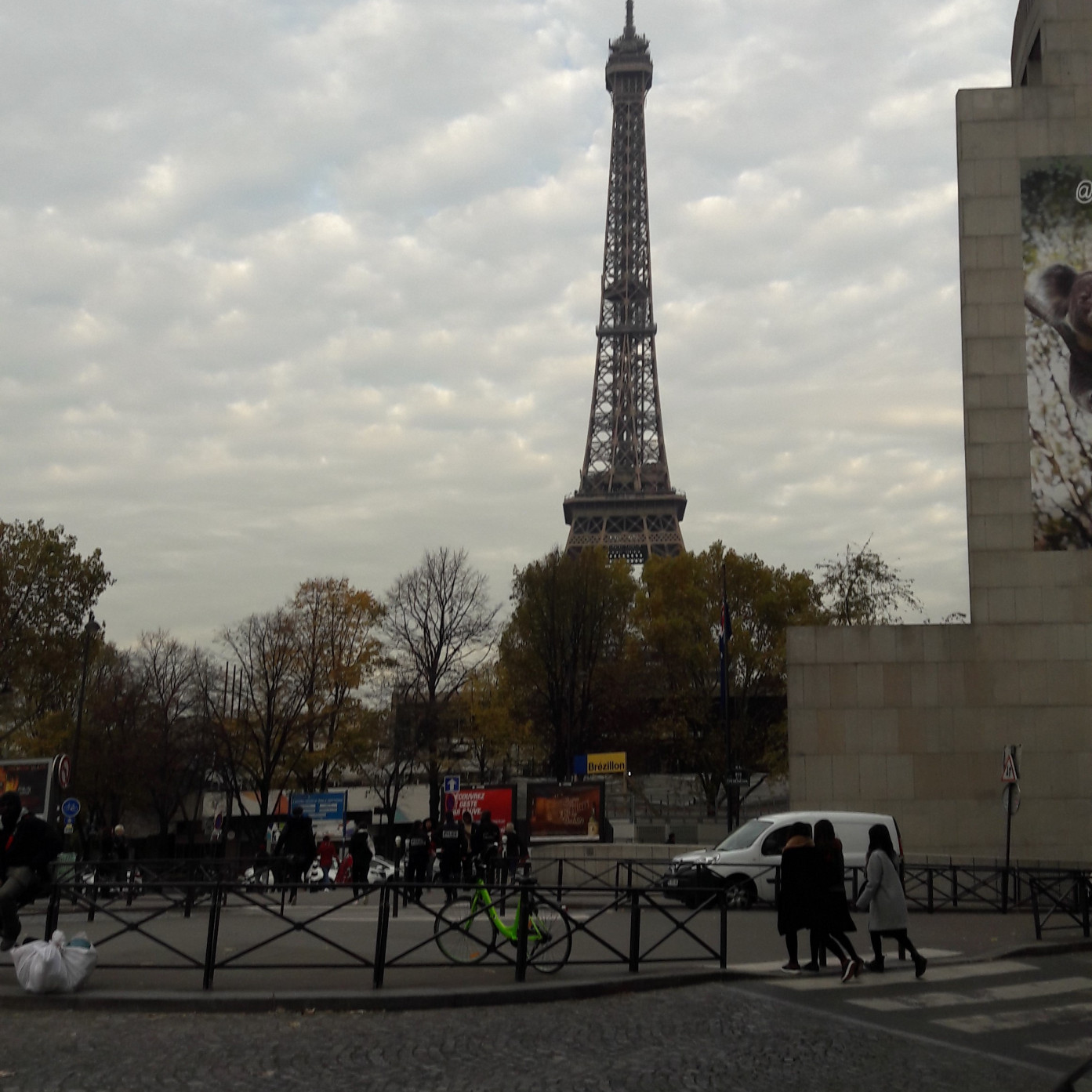 paris tour eiffel walking from bir hakeim nov17