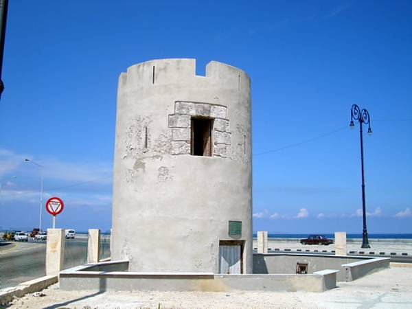 torreon-de-san-lazaro-o-de-la-caleta-siglo-xvii-havana-cuba
