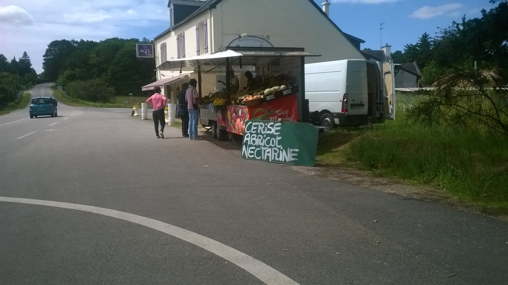 crach fruit stand on D781 selling on season cherries abricot nectarines jun17