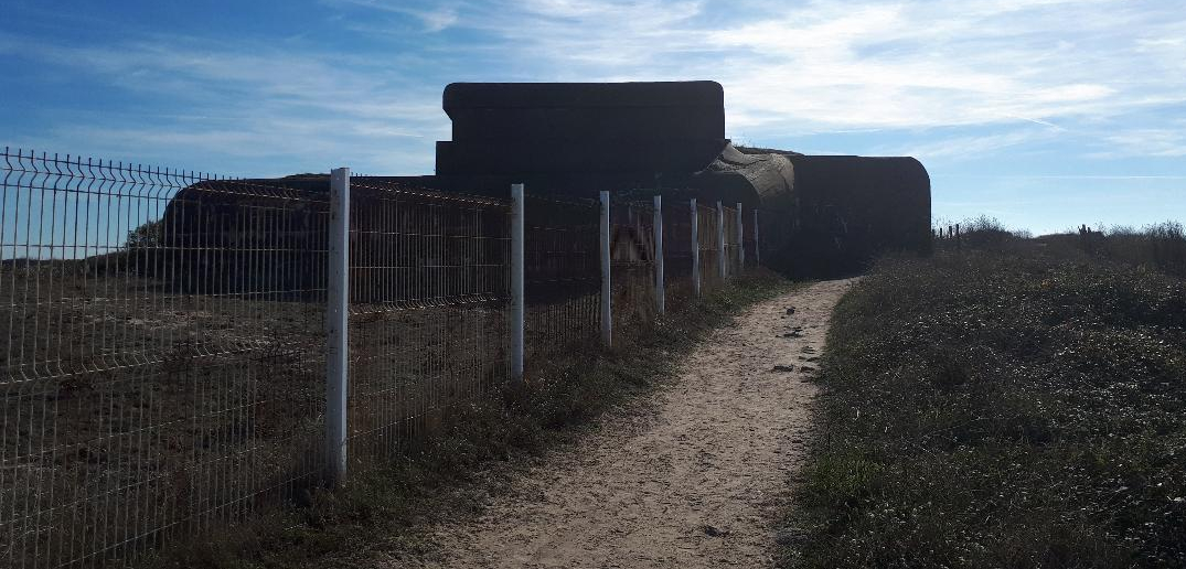 gavres-bunkers-along-the-bay-away-from-fort-oct18