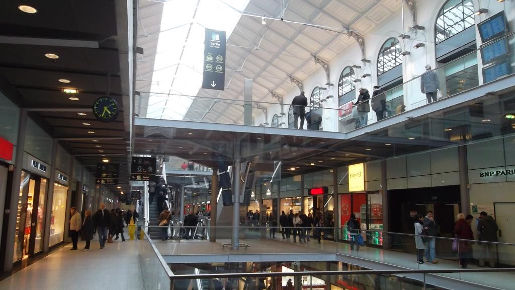 paris-gare-saint-lazare-stores-mar13