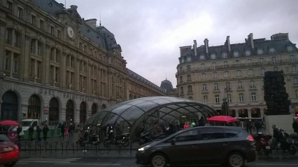 paris-gare-st-lazare-metro-st-lazare-ent-and-valise-statue-feb16