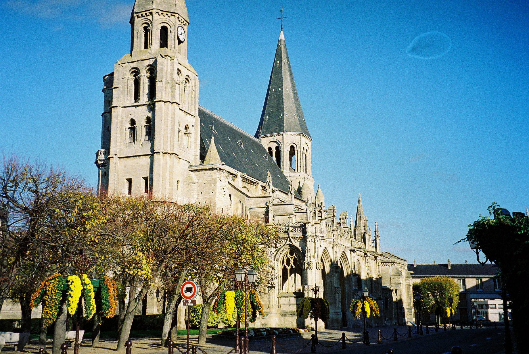 poissy-cathedral-front-view