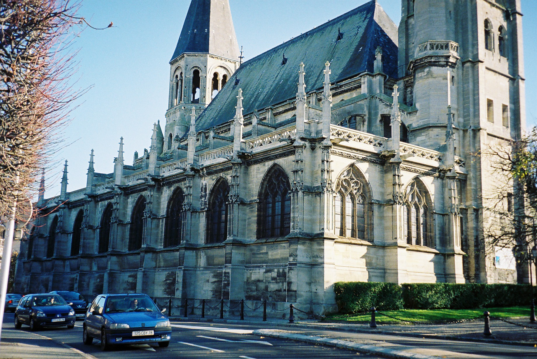 poissy-cathedral-side-front-view
