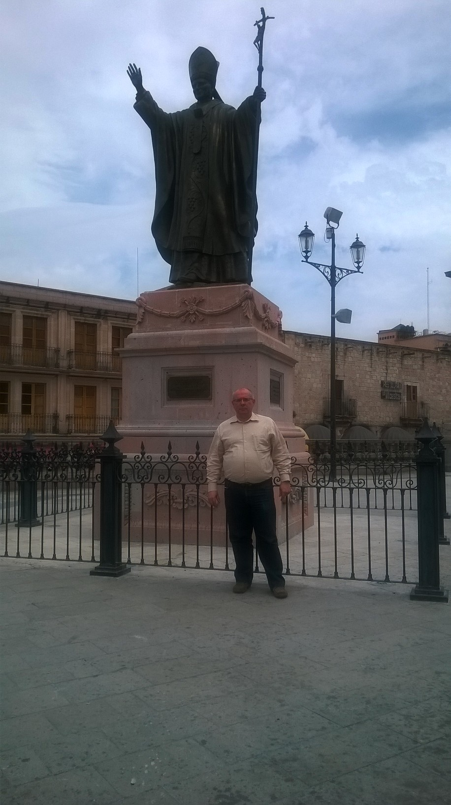 san-juan-de-los-lagos-church-statue-jp-ii-and-pf-apr15