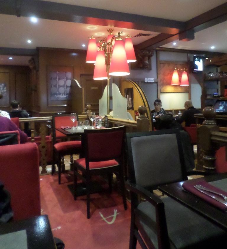 alencon-les-relais-d-alsace-resto-dining-room-jan19