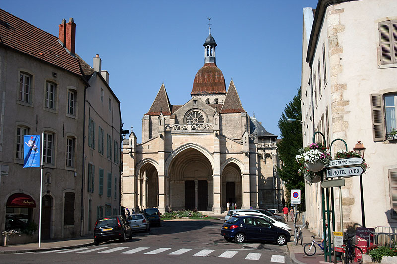 Beaune coll ch Notre Dame front aug11