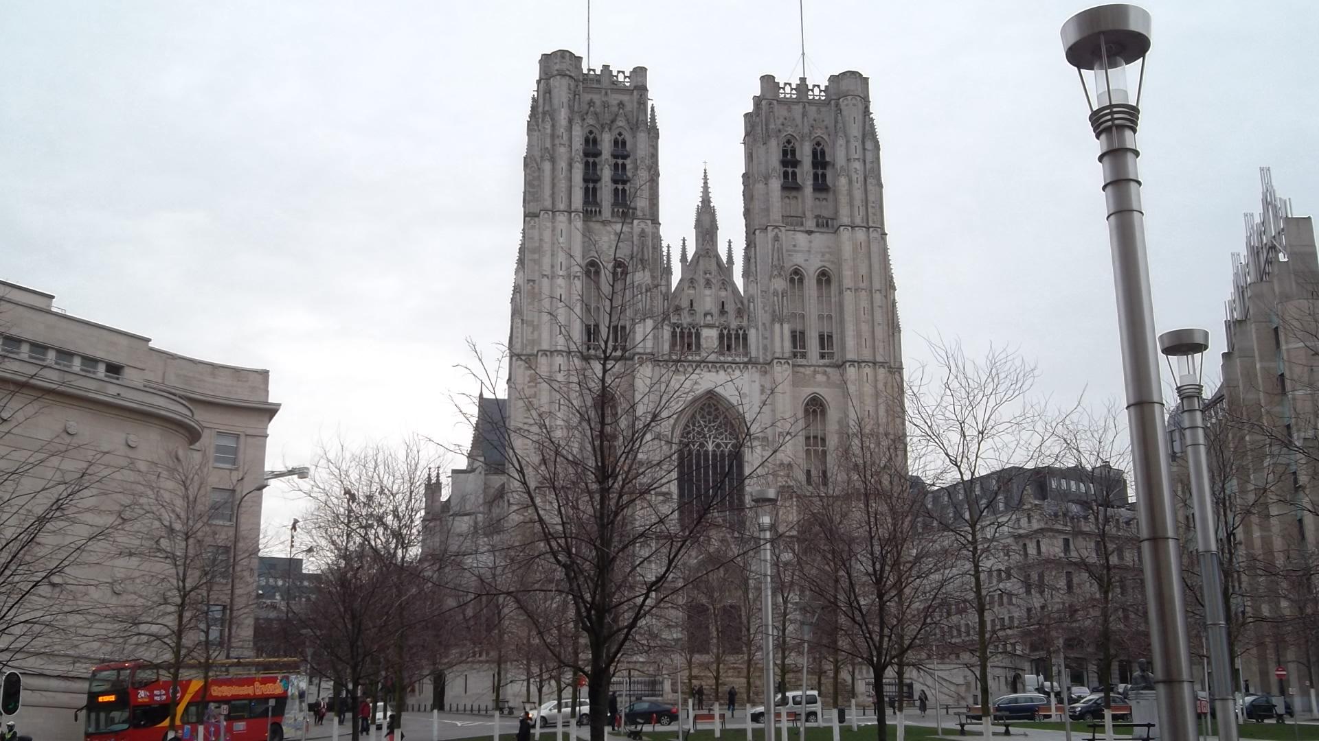 bru-cathedral-st-michel-st-gudule-parvis-dec12