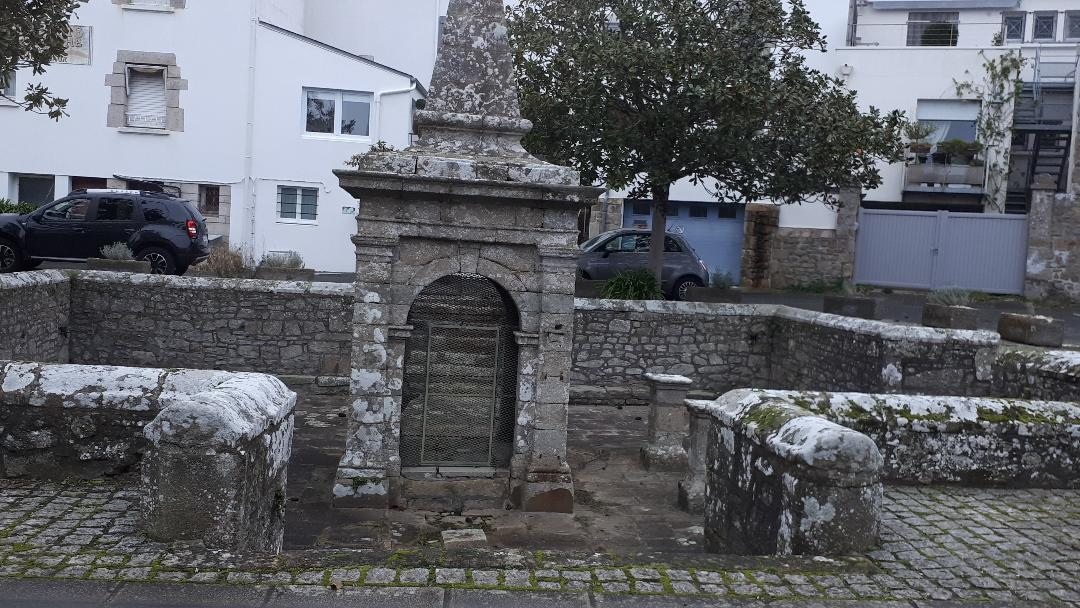 carnac fountain by menec area jan21