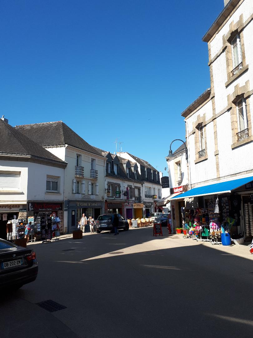 carnac-rue-saint-cornely-and-korrigan-gifts-on-left-may18