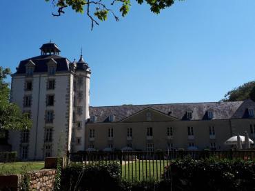 erdeven-keraveon-castle-front-aug18