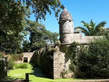 erdeven-keraveon-side-corner-towers-aug18