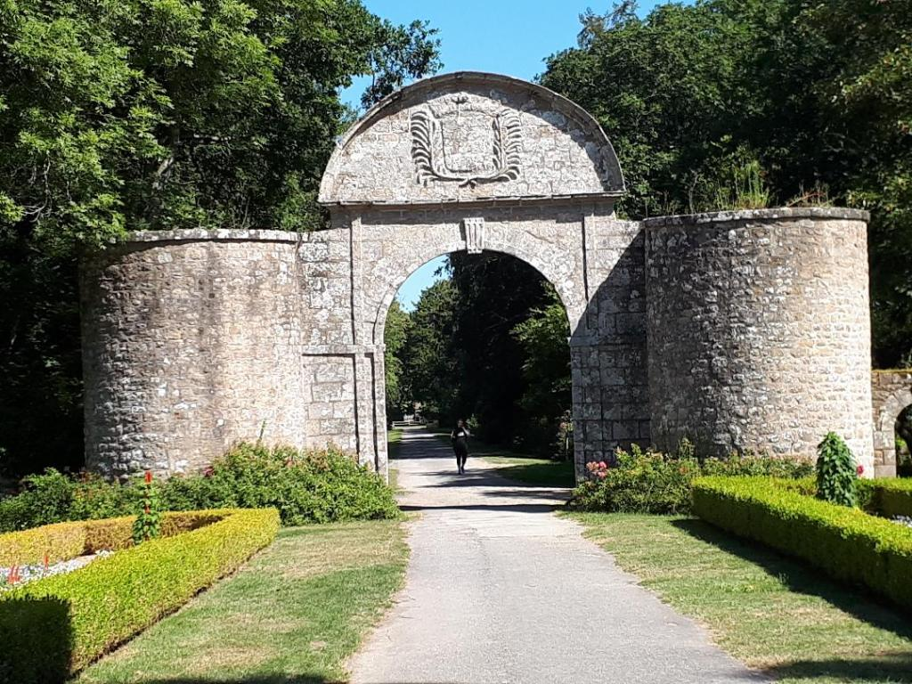 erdevenn-keraveon-main-entrance-to-park-aug18