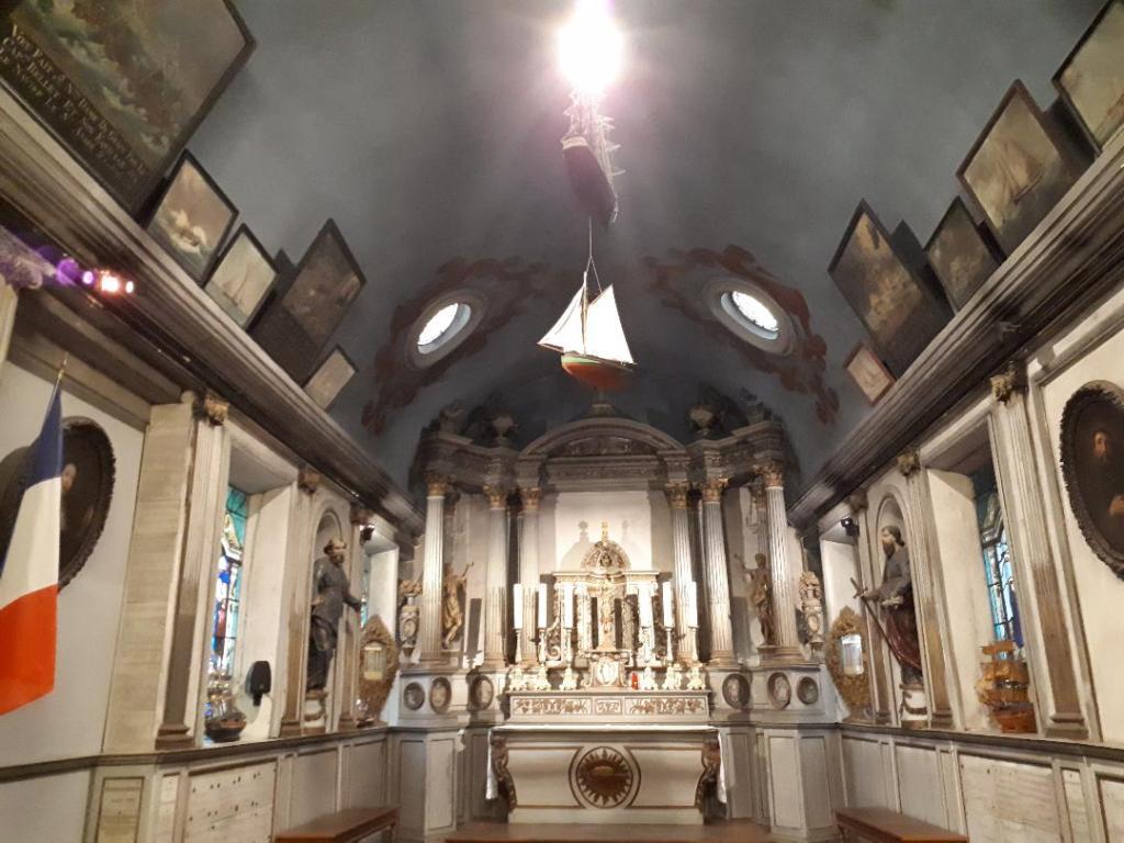 hon-chap-notre-dame-de-grace-altar-aug18